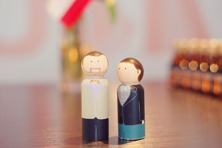 Derek and Alan figurines. Very sweet http://www.fusion-events.ca/