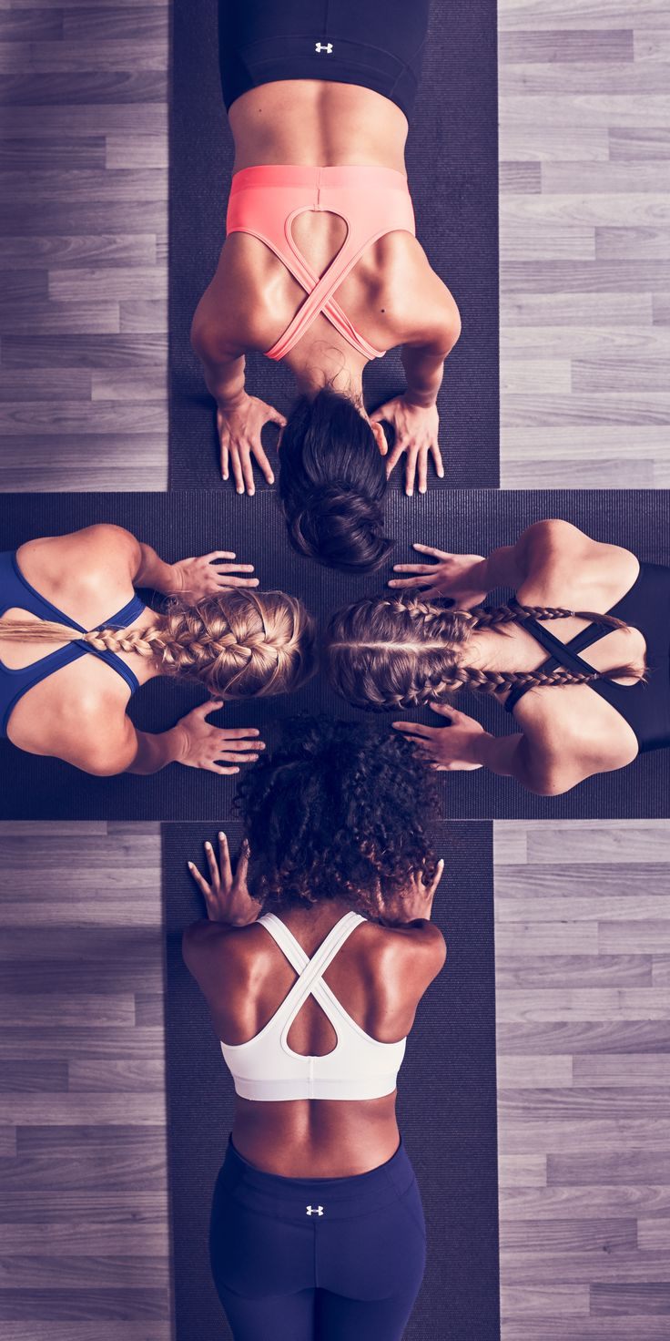 Together we can hold on longer.  The UA Crossback Sports Bra offers all the support you need, just like your crew that helps push you through.