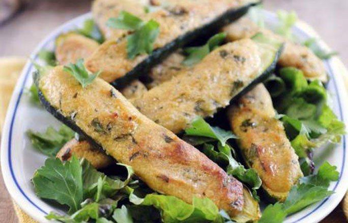 Ofengebackene Zucchini mit Parmesanfüllung - Kohlenhydratfreie Rezepte für die Low carb Diät