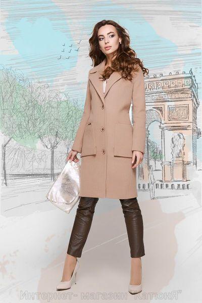 Стильное пальто прямого силуэта спереди застегивается на пуговицы. Есть два боковых накладных кармана. V-образный вырез дополнен отложным воротником. Модель отличается удобством и стильным внешним видом. Характеристика: Материал: Кашемир Турция Длина изделия: 94 см Длина рукава: 64 см Подкладка: