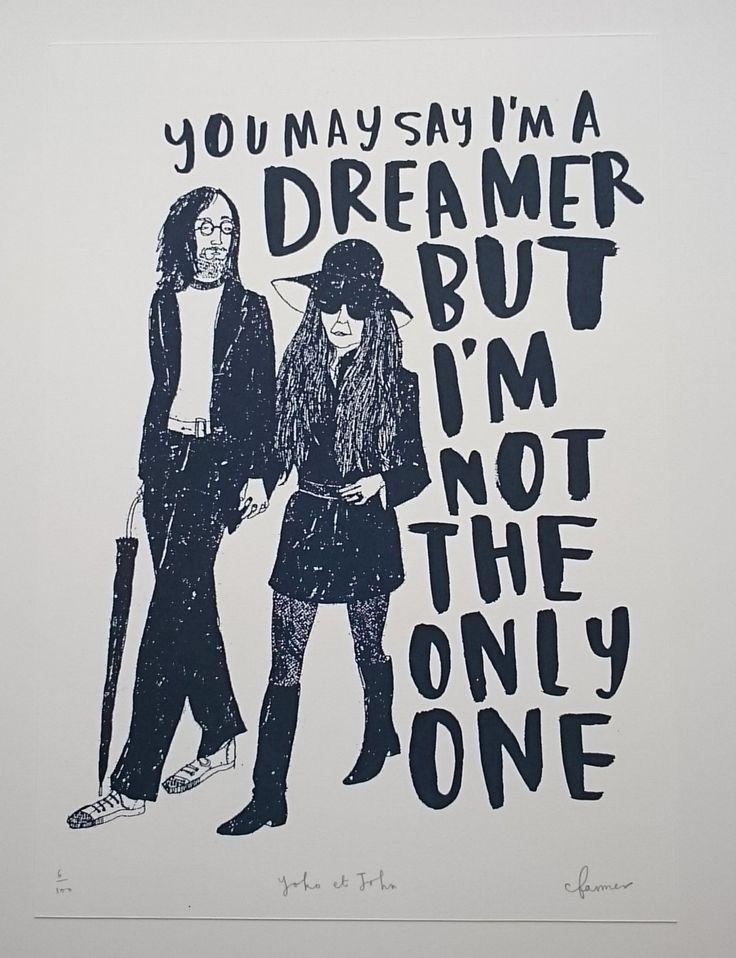 Een hand getrokken scherm afdrukken van John Lennon en Yoko Ono op zoek zeer koel, met een citaat van Imagine. Gedrukt in een mooie blauwe zwarte inkt - perfect voor muziekliefhebbers. Belangrijke informatie: 300gsm fabriano artistico papier Zuurvrij Formaat: A4 21 x 29,7 cm Ondertekend door de kunstenaar  Dit is de tweede editie van dit afdrukken, is beperkt tot 300 De print zal worden verpakt op kaart en verzegeld in een enveloppe cellofaan