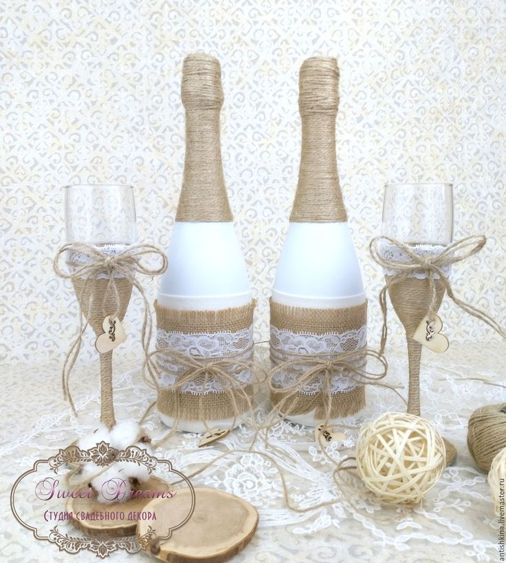 Купить или заказать Оформление свадебных бутылок 'Рустик' в интернет-магазине на Ярмарке Мастеров. Оформление свадебных бутылочек в стиле 'Рустик': натуральный лен, мешковина, бечевка и кружево. Простота и лаконичность этого стиля завораживают! И недаром 'Рустик' продолжает оставаться в тренде уже несколько лет! В комплект можно изготовить любые свадебные аксессуары в данном стиле! __________________________________________ А если Вам необходим комплексный авторский подход к оформлению…