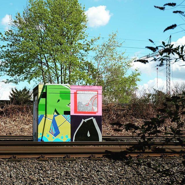 **Bahndamm Wanheimer Straße, Lichtenbroich** #düsseldorf #dusseldorf #duesseldorf #nrw #Deutschland #germany #igersduesseldorfofficial #lovedüsseldorf #ig_düsseldorf #landeshauptstadt #dus #schönstestadtamrhein #0211 #nullzwoelf #thisisdüsseldorf #mydüsseldorf #likedüsseldorf #grafitti #art #wallart #instagrafitti #sprayart #spray #streetart #spraypaint #mauer #instalikes #urbanart #sreetartatlasdüsseldorf #taglifegraffiti