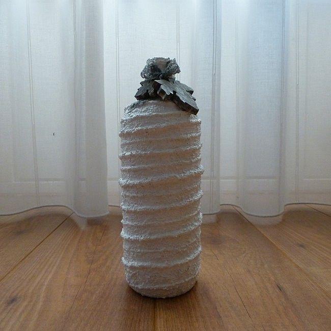 Dezedecoratieve flesmet ringen is een leukedecoratievoor inhuis. Maar kan ook gebruikt worden alsvaasmet een mooiebloemerin. Presenteer een groepje flessen bij elkaar of plaats ze op deOnderborden en plateauste vinden in de winkel.  Eencadeauom te geven als:Verjaardag-Relatie-Huwelijks-Jubileum-Vriendschap-Afscheid cadeauen ofgeschenk.