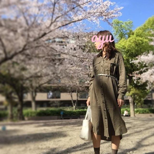with 桜 気づけばもう葉桜に。。 満開の時期なんて、本当にあっという間だなぁ。  今日は #UNIQLO の #テンセルロングシャツ 。  lipは真っ赤。 カーキとレッドlipで雰囲気がガラッと変わります♡  #uniqloginza #プチプラ #ユニクロでマタニティ #ママコーデ #スニーカー #ママ #ママファッション #kaumo_fashion  #KURASHIRU #男の子ママ #マタニティコーデ #マタニティファッション #妊婦コーデ #妊娠6ヶ月 #4yuuu #mamagirl #hotmamatown #locari