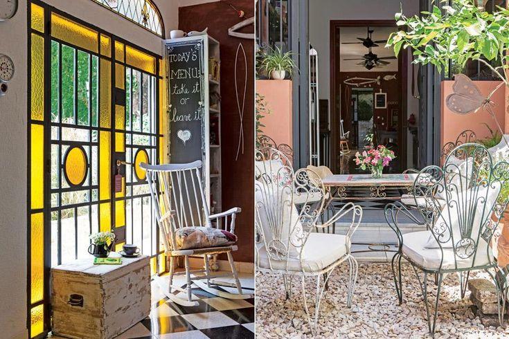 Железные ворота имитируют оригинальный дом, а желтое стекло оживляет интерьер. .