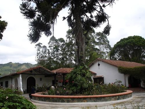 Capilla de la Clinica San Juan de Dios en el Municipio de la Ceja - Antioquia by jota_estrada, via Flickr