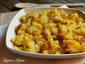 Una ricetta facilissima per rendere particolari e molto gustose delle semplici patate lessate. Anche una perfetta ricetta riciclo. Tutta da provare!