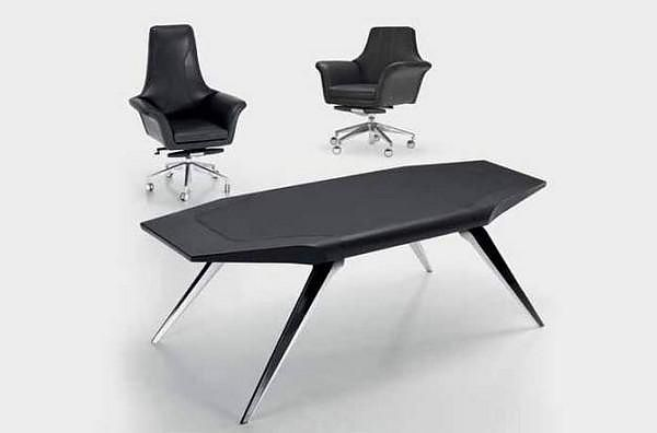 Functional, graceful and elegant the Aston Martin Office Desk by Formitalia conveys that same sporty luxurious feeling as the emblematic sports cars.