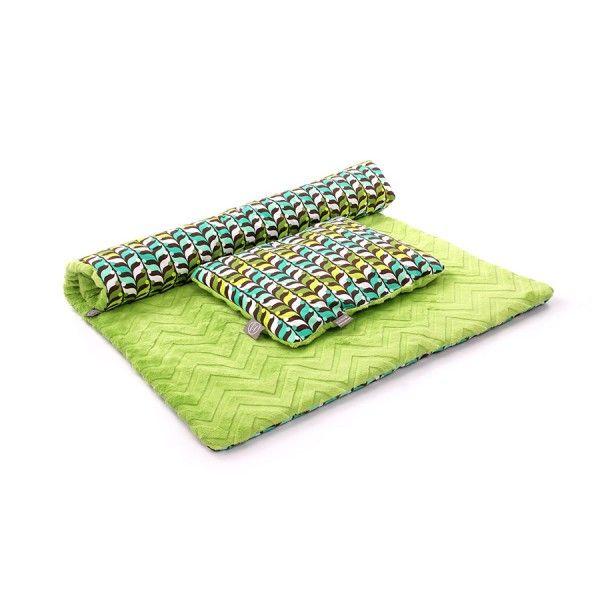 Kocyk i poduszka Szmaragdowe Liście to zestaw idealny dla niemowlaka- do kołyski, łóżeczka czy na spacer do wózka.  Z jednej strony #Minky z drugiej bawełna #organiczna, Quattro Punti