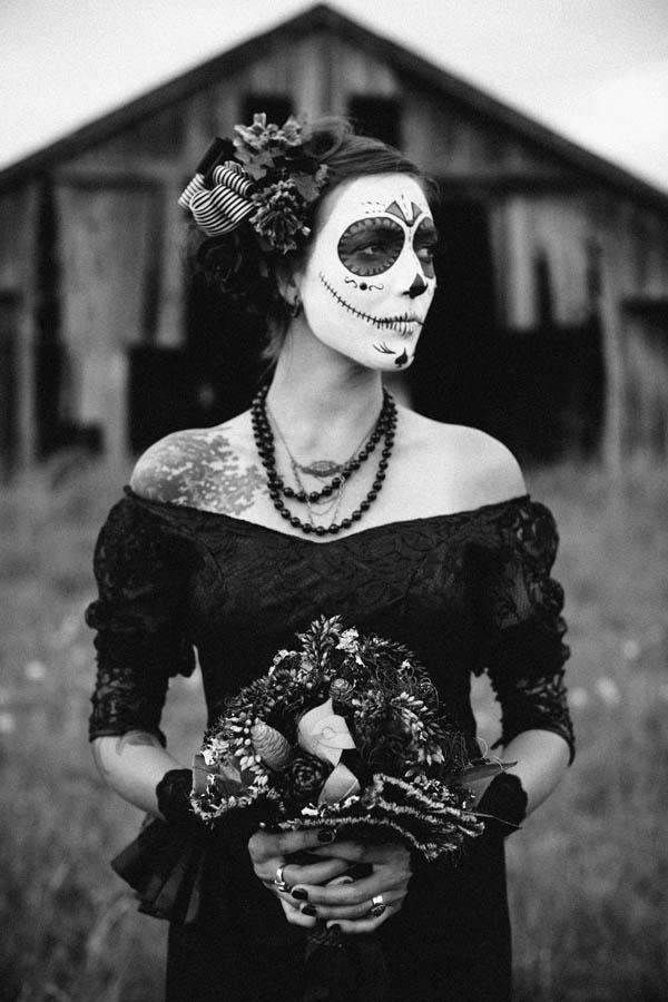 A Soft & Feminine Día de los Muertos Shoot
