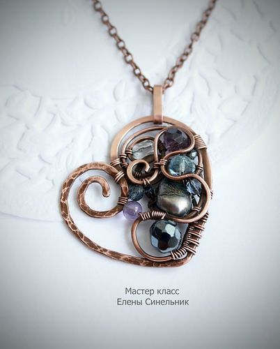Wire wrap heart, tutorial. The instructions are not in English, but it has lots of pictures so it is very easy to follow for those who work with wire.