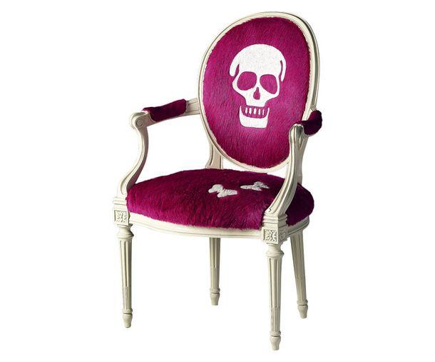 Оригинальный сиреневый стул Louis Extreme с черепом на спинке