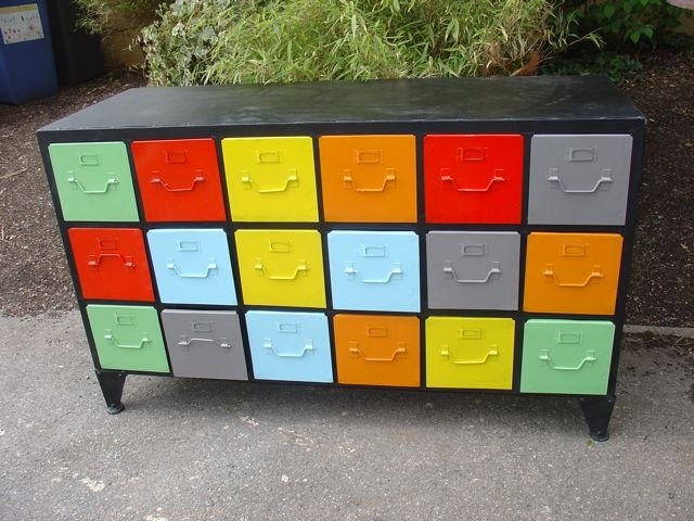 Repainted industrial drawers with a sale price of E950!!
