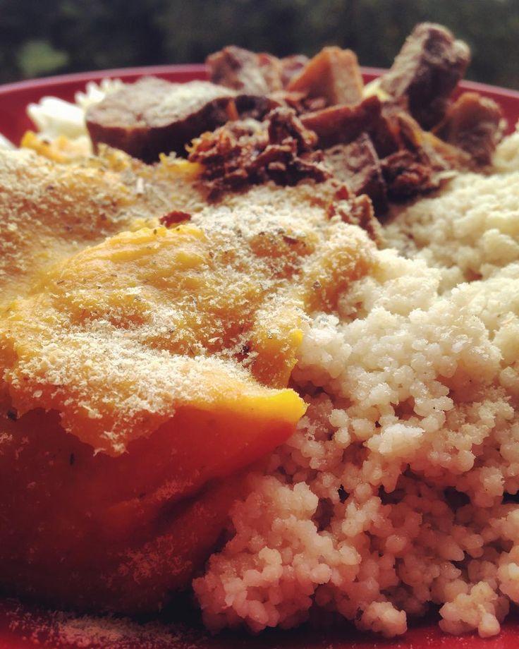 #lunch #vegan #pumpkinsauce #friedtempeh #kuskus #pasta #driedtomatos Lenivé…