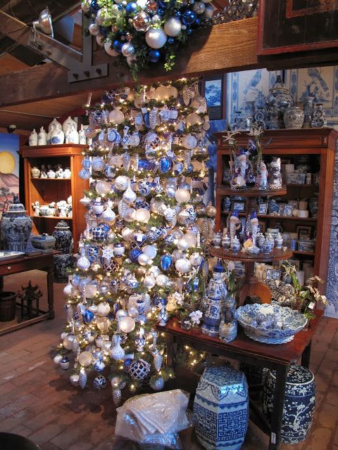 Chinoiserie Chic: A Blue and White Chinoiserie Christmas