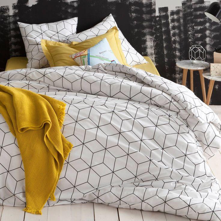 Parure housse de couette + 1 ou 2 taies coton imprimé Jéhaut blanc. Effet géométrique et trompe-l'oeil, variation en cube ou en losange... Un linge de lit qui se joue de l'optique pour une déco très originale et tendance.