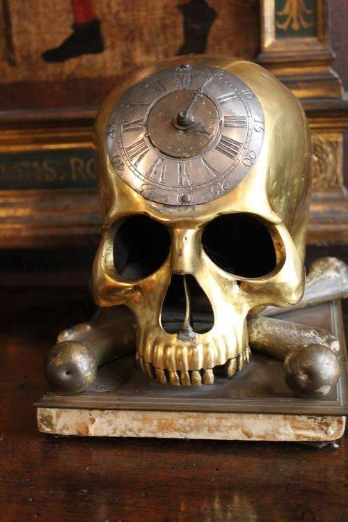 Golden Skull Clock - source unknown: http://skullappreciationsociety.com/golden-skull-clock/ via @Skull_Society