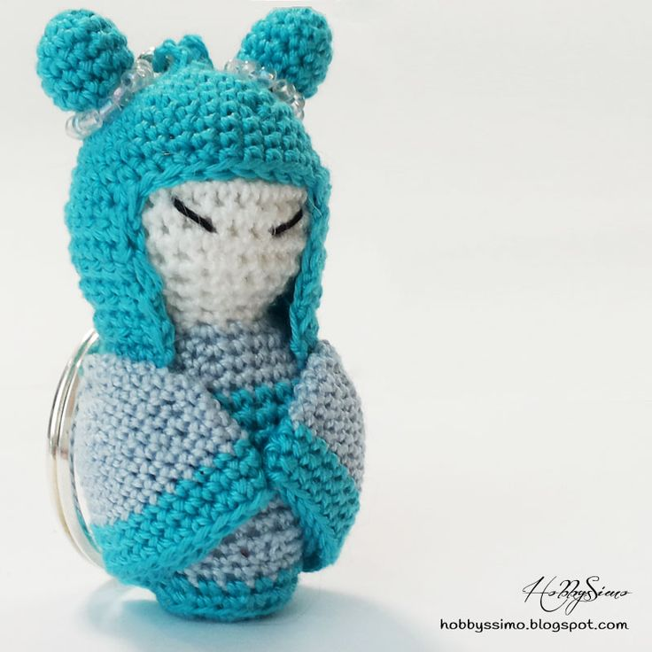 HobbysSimo: Portachiavi bambolina kokeshi amigurumi - Versione azzurra