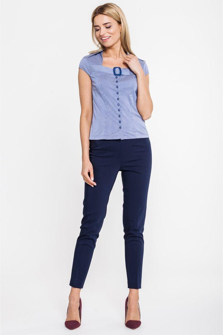 Niebieska bluzka w drobny prążek z klamrą - Duet Woman