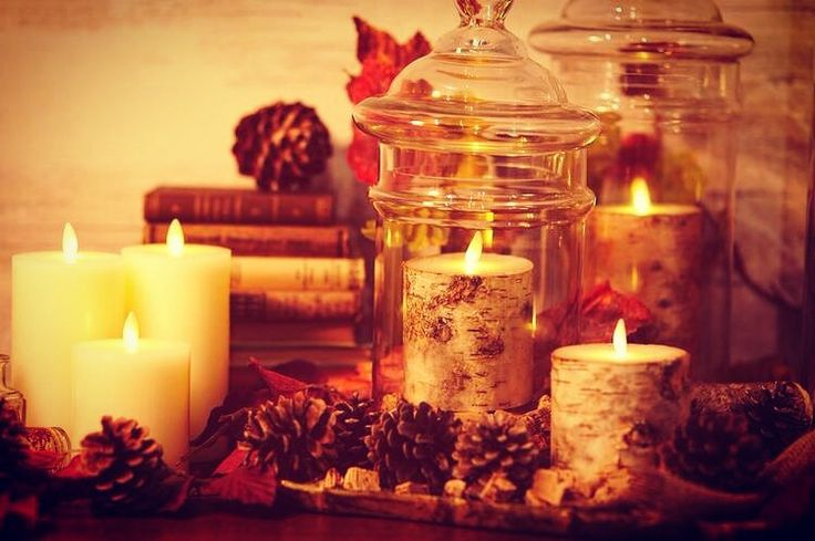 火を使わないLEDキャンドルのルミナラだとクリスマスアレンジの幅が広がります  ルミナラはディズニーランドの装飾として特許技術を用いて本物の炎の揺らぎを再現しています #kameyamacandlehouse #カメヤマキャンドルハウス#クリスマス#テーブルコーディネート#バーチ#松ぼっくり#キャンドル#luminara#christmas by kameyama_candle_house
