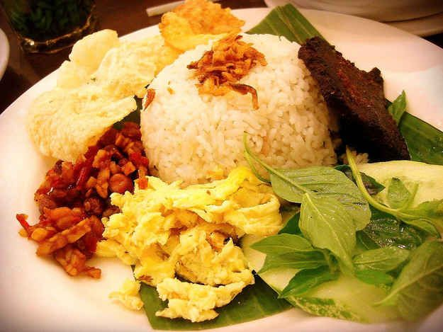 Nasi Uduk   30 Delicious Indonesian Dishes You Need To Try