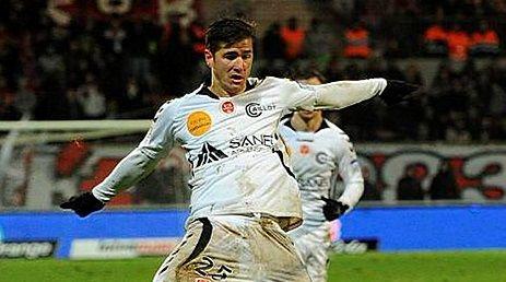 Comme nous l'indiquions la semaine passée, le défenseur de Reims Anthony Weber (30 ans), en fin de contrat en Champagne, va s'engager avec le Stade Brestois pour deux ans et une année en option.