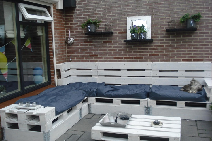 Our garden lounge set couch made of pallets