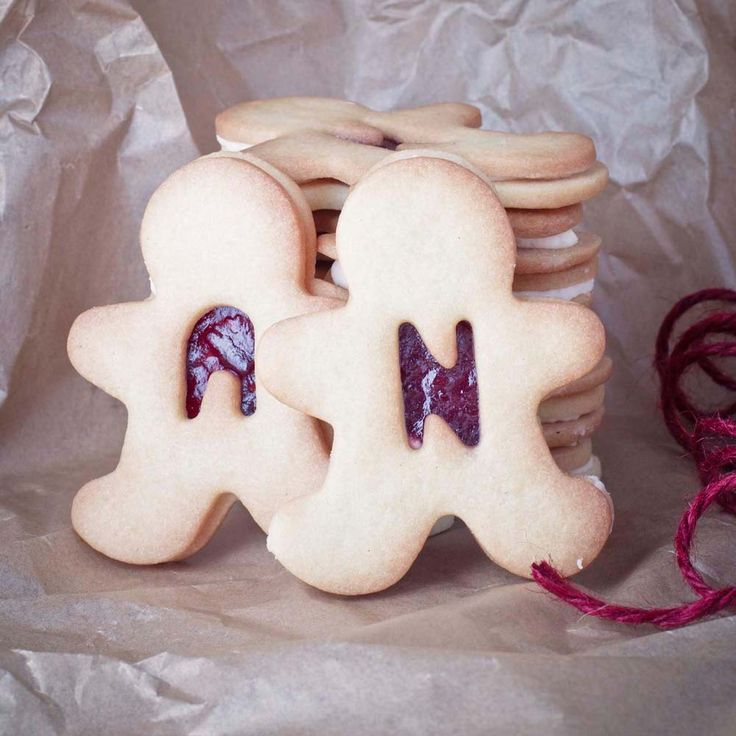 Biscuit wedding favours-- Bake and bag 2 cookies with punched in initials for wedding favors!