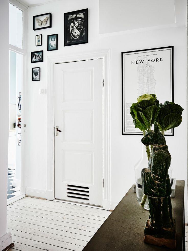 Meer dan 1000 idee n over witte hal op pinterest gangen trappen en hal bankje - Ontwerp entree spiegel ...
