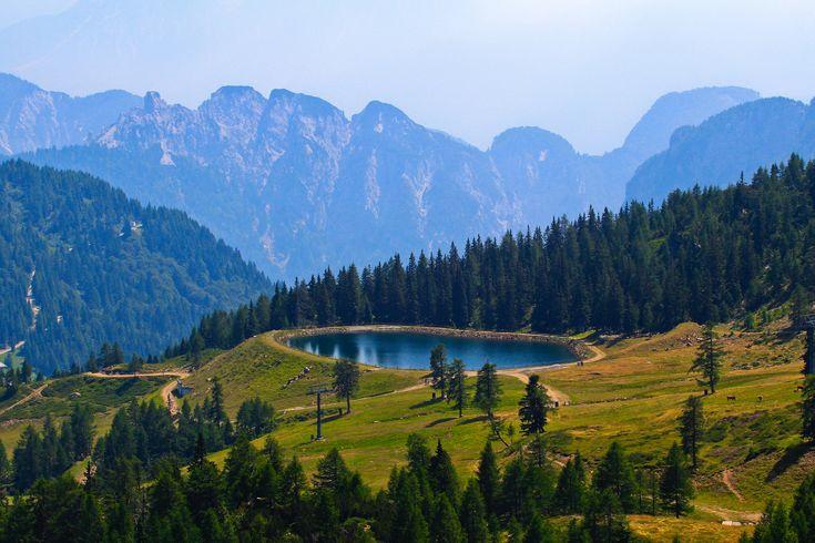 Скачать обои небо, горы, деревья, пруд, бассейн, раздел пейзажи в разрешении 2048x1365