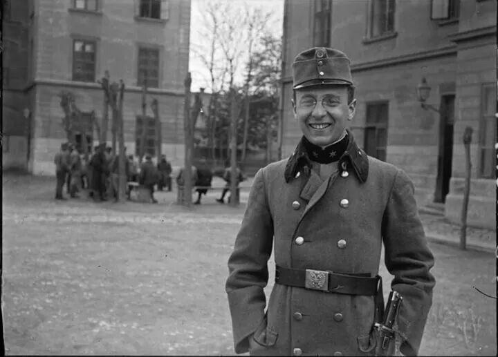 1916. Abdé Kertész képe a laktanyából.