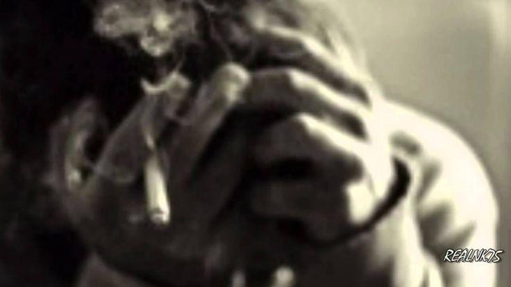 """Μάτωσα Για Σένα ♫ Νίκος Οικονομόπουλος Πάλι τα χαράματα με βρίσκουν λιώμα μεθυσμένο και μισό, πράγματα δικά σου να αγγίζω ν' αγκαλιάζω, να χαιδεύω, να φιλώ..  Πες μου, πού να ψάξω να σε βρώ μέσα στο μπουκάλι τ' αδειανό μέσα στου τσιγάρου το καπνό σ' αναζητώ.. Χάνομαι μακρυά σου δεν μπορώ, σπάω το ποτήρι που κρατώ μάτωσα για σένανε και κόπηκα στα δυό..!!!  Ξέχασα κι απόψε τ' όνομα μου, ξέχασα ποιός είμαι απ' το ποτό, μόνο ένα πράγμα δεν ξεχνάω... το πρόσωπό σου να μου λέει """"Σ' αγαπώ""""!!!"""