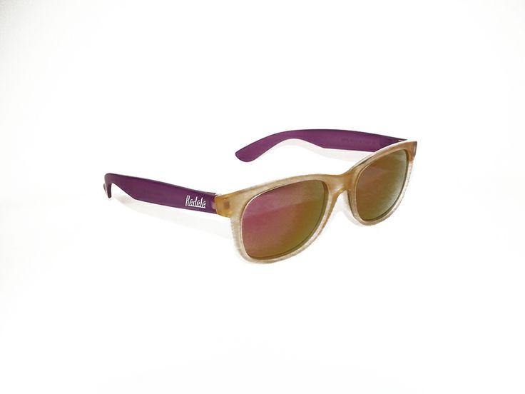 """Rèdèlè """"BUZZ"""". Modello gommato, con montatura beige e aste viola. Le lenti giallo sfumato. Modello unisex.  http://www.otticagelmi.com/shop/donna/occhiale-sole-redele-buzz/"""