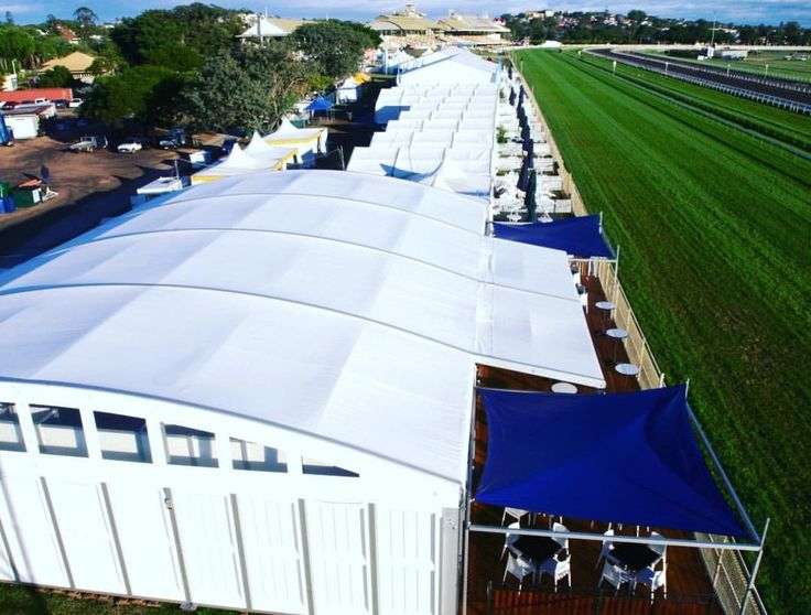 FLASHBACK FRIDAY // Finishing the week with another Arcum Marquee shout-out...installed track side for the 2007 spring racing season 🐎🥂