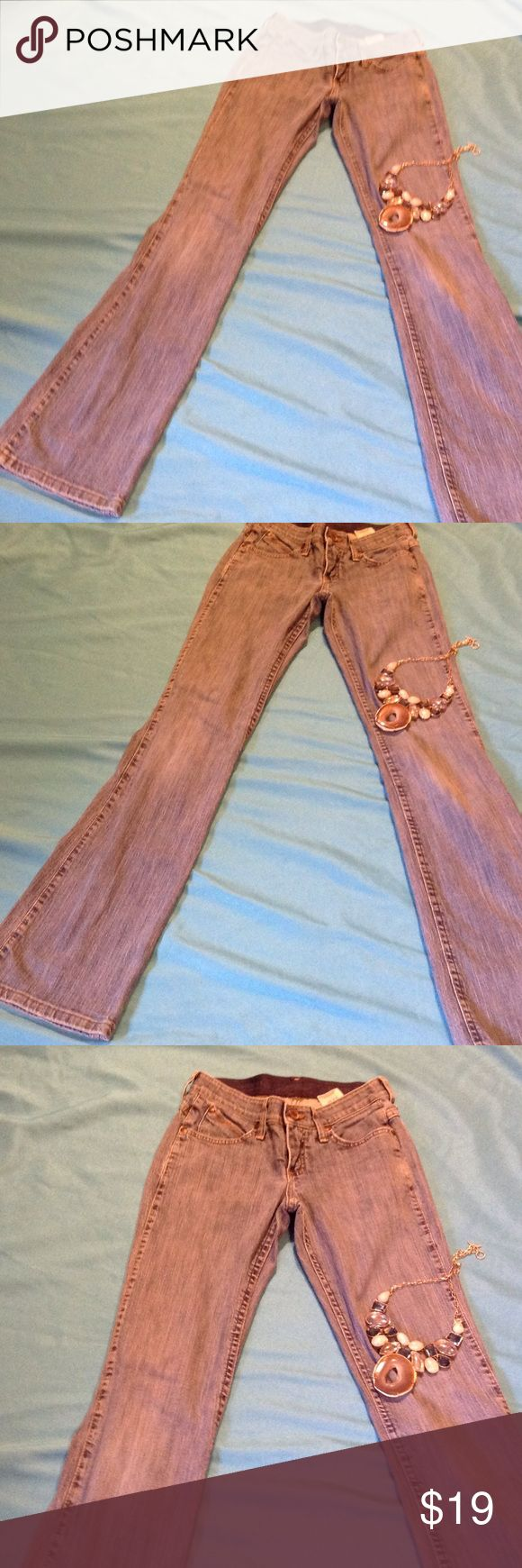 """Ladies Wrangler 👖 in bootcut size 0/34 Cute Wrangler jeans for any cowgirl! In size 0/34. Bootcut leg. In excellent preowned condition. Measurements are as follows: waist 26"""", hips 34"""", waist to cuff 40"""". Wrangler Jeans Boot Cut"""
