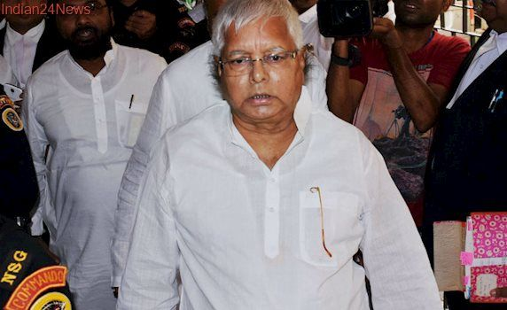 Lalu Prasad Sides With Akhilesh Yadav, to Campaign for CM in UP Elections