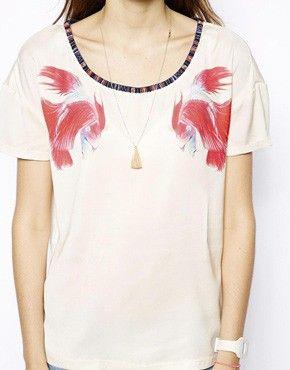 Shopping: 15 stijlvolle aprilvissen Maison Scotch T-shirt met exotische vissen (49,16 euro via Asos.com)