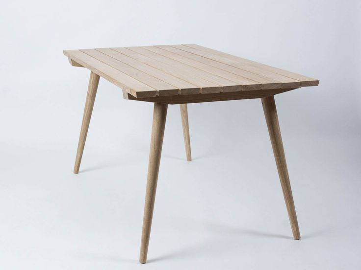 Spring is here, which means soon we'll be able to enjoy our days in our garden with this garden table made of solid high-quality oak wood for your terrace, balcony or patio. Modern yet simple style that is timeless and will look great in your garden for a long time. The table is handmade by experienced carpenters, which you can see in the beautifully intricate parts.