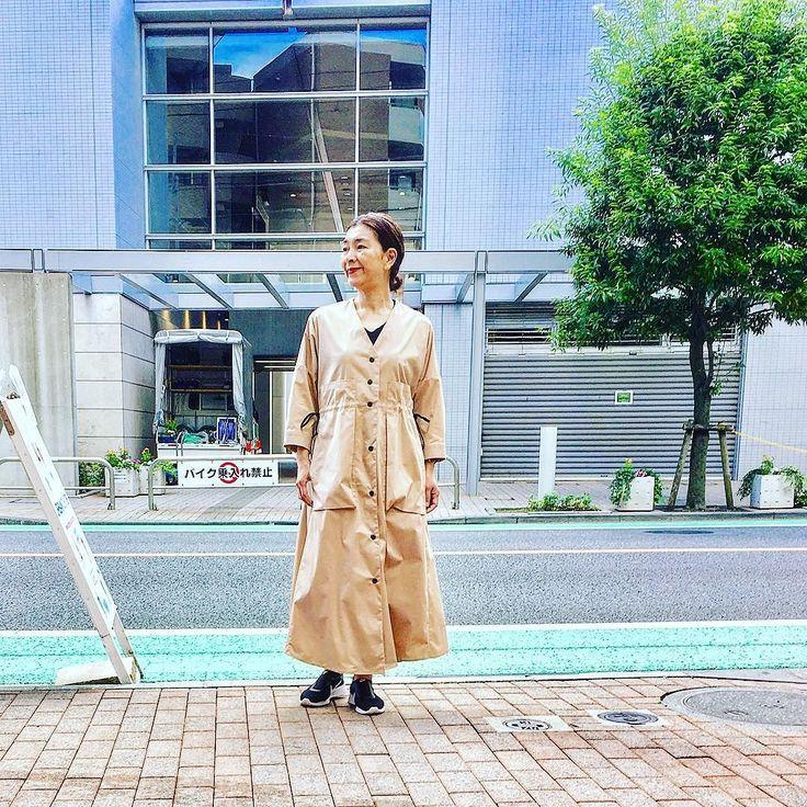 夏こそテキトーに合わせる基本のキに思いますTシャツばっかりやジーンズばっかりなスポーティにする季節にオススメなのがクラシカルなワンピースあえてですが時代感として足元は超ご近所用でサマになります #instfashion #tokyo #ootd #japan #todayslook #coordinate #urbanchis #knitwear #2017summer #2017ssfashion #2017夏 #2017春夏 #アラフィフ#アラフィフコーデ #アラフォー#アラフォーコーデ #東京#国領#調布#調布市#アーバンチックス