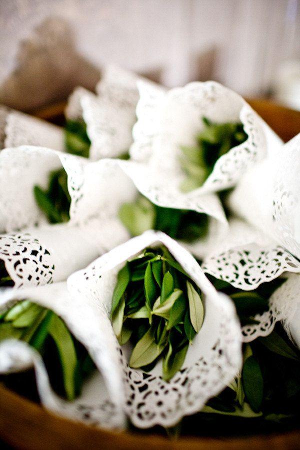 Paper doilies to stuff bunga rampai