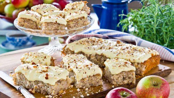 Att baka i långpanna är enkelt och snabbt och resultatet blir alltid bra! Här har vi samlat våra bästa recept med långpanna. Du hittar bland annat jättegoda recept på äppelkaka, kladdkaka, marängtårta och kärleksmums i långpanna– perfekt att duka fram till fikastunden.Njut också av goda bröd och mycket annat du kan göra i långpanna!