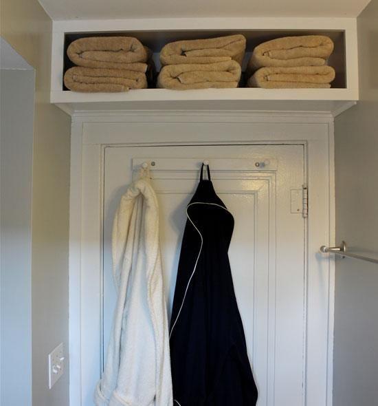Towel Storage for Small Bathroom   Small Bathroom Decorating Ideas on a Budget
