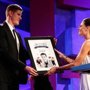 Gold Coast ruckman Zac Smith was awarded the Jim Stynes Community Leadership Award at the Brownlow Medal ceremony on Monday night in Melbourne.