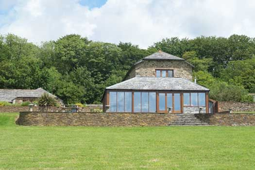Hendra Barn (2568) is an impressively spacious holiday cottage for ten not far from Perranporth on the north coast of Cornwall.