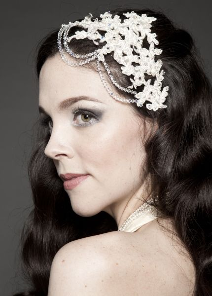 Image from http://www.arpieandmaral.com.au/Images/Bridal-Headpieces-4-2.jpg.