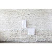 Deze handdoekrekken zijn een ontwerp van de NederlandseEvelien Bleumink. Ze vormen een grafisch lijnenspel, leunend tegen de muur. De sobere buizen zijn te gebruiken als drager voor handdoeken of kledij. Juno is beschikbaar in twee modellen en drie kleuren.