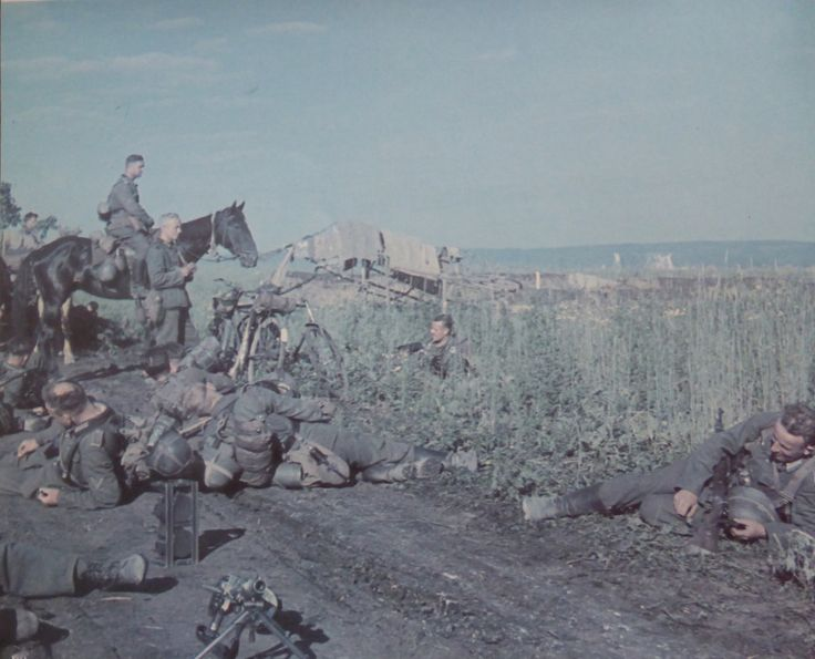 Photo: German soldiers rest during a stop on the march on the Eastern Front