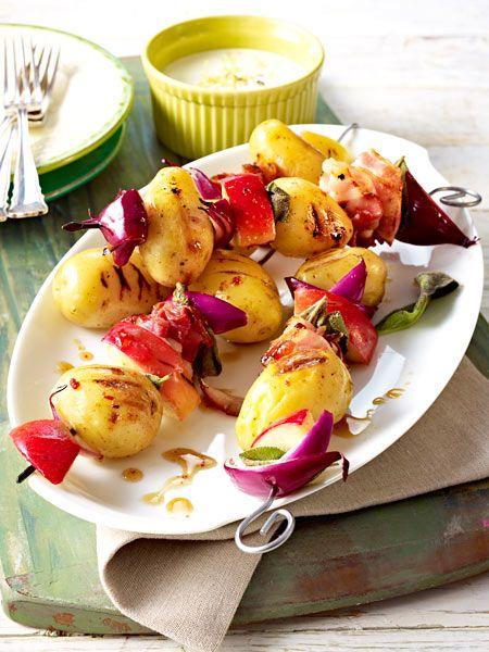 Kartoffelspieße mit Äpfeln und Bacon