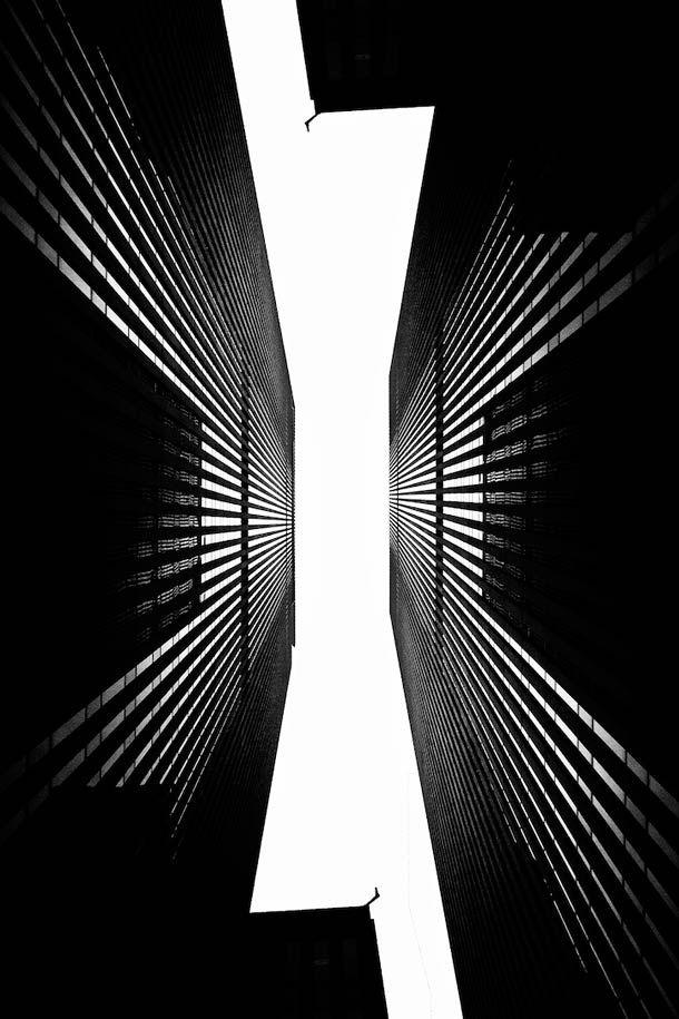 Brad-Sloan-photography-9   Une sélection des créations du photographe américain Brad Sloan, basé dans l'Oregon, qui transforme ses photographies de paysages urbains en magnifiques univers surréalistes monochromes, qui rappellent fortement le monde étrange et onirique du film Inception…